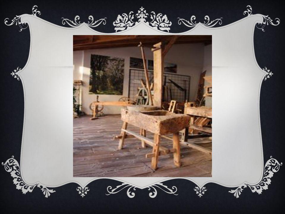MIĘDLICA Międlica służyła do łamania zdrewnianych łodyg dla łatwiejszego oddzielenia włókna.