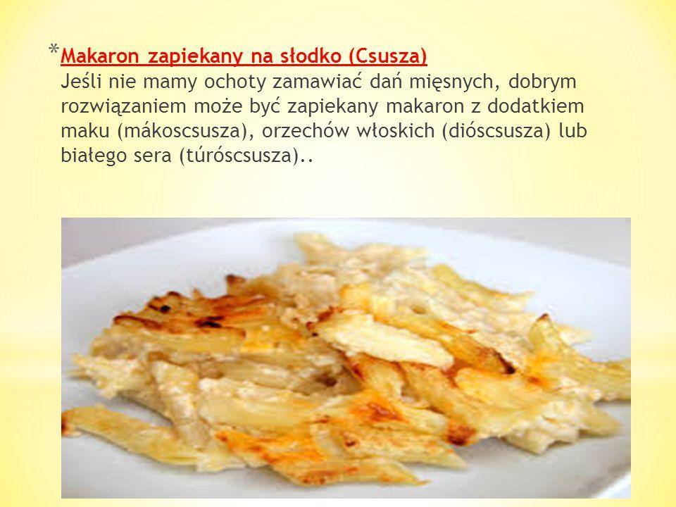 * Leczo (Lecsó) Potrawa polecana wszystkim wegetarianom - jej główne składniki to papryka i cebula z dodatkiem pomidorów. Warzywa długo dusi się na wo