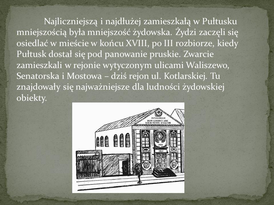 Najliczniejszą i najdłużej zamieszkałą w Pułtusku mniejszością była mniejszość żydowska. Żydzi zaczęli się osiedlać w mieście w końcu XVIII, po III ro