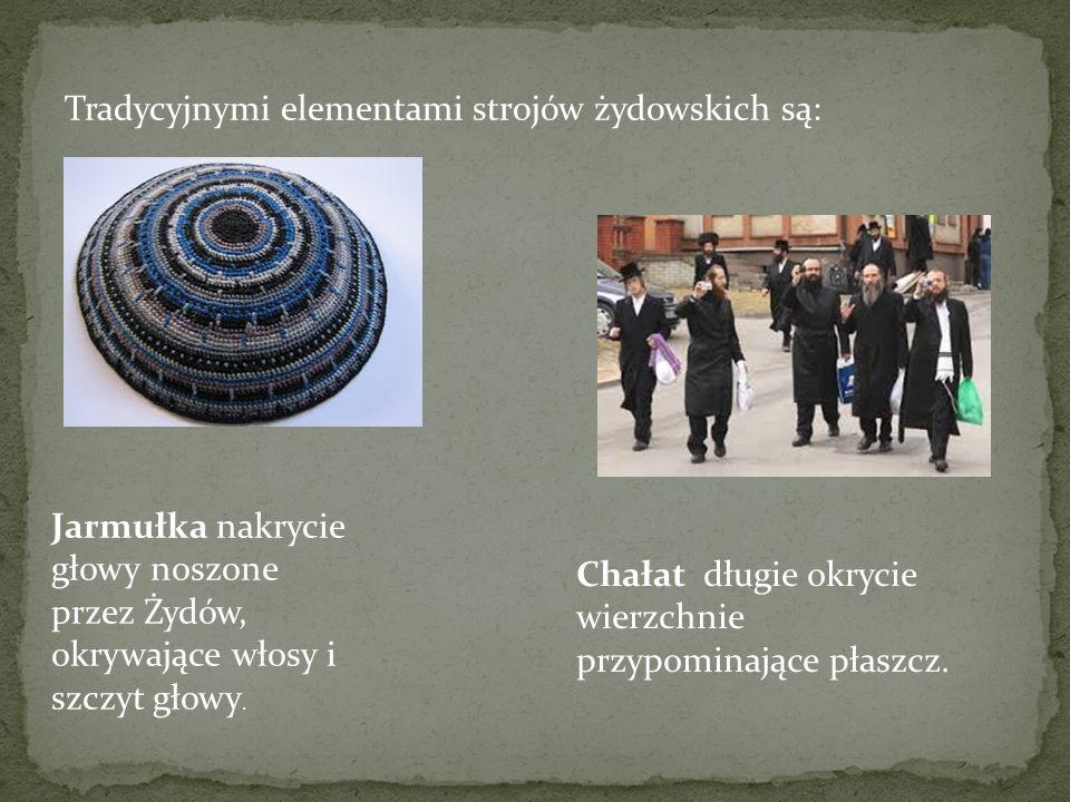 Tradycyjnymi elementami strojów żydowskich są: Jarmułka nakrycie głowy noszone przez Żydów, okrywające włosy i szczyt głowy. Chałat długie okrycie wie