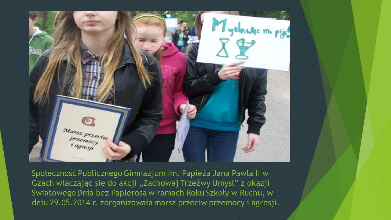 Uczniowie i nauczyciele przemaszerowali główną ulicą Gzów manifestując swoje stanowisko: NIE PALĘ, DBAM O SWOJE ZDROWIE STOP AGRESJI I PRZEMOCY JESTEM TRZEŹWY WYBIERAM ZDROWY STYL ŻYCIA
