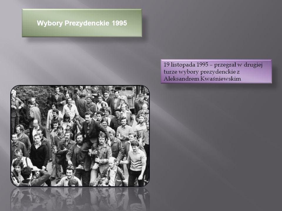 Działalność Po Prezydenturze W Kraju W roku 1995 założył pozarządową organizację Fundacja Instytut Lecha Wałęsy W roku 2000 ponownie przegrał wybory prezydenckie, otrzymując śladowe poparcie (1,01%), po którym ogłosił ostateczne odejście na polityczną emeryturę W roku 2004 otrzymał Dyplom Specjalny MSZ za wybitne zasługi dla promocji Polski w świecie W lutym 2005 roku napisał list otwarty na temat kontrowersyjnej rozgłośni katolickiej Radia Maryja 16 listopada 2005 roku uzyskał decyzją Instytutu Pamięci Narodowej status pokrzywdzonego przez służby bezpieczeństwa PRL i zapowiedział walkę na drodze sądowej z osobami oskarżającymi go o działalność agenturalną 22 sierpnia 2006 Lech Wałęsa wystąpił z Solidarności, gdyż uznał że związek za bardzo zaangażował się w poparcie PiS i braci Kaczyńskich.