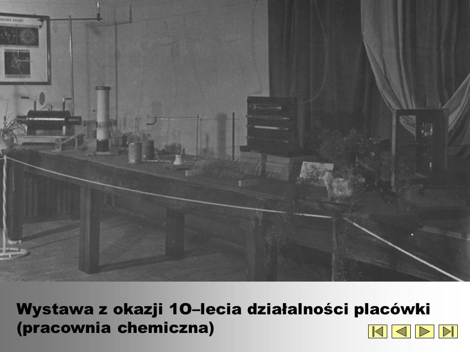Premier Cyrankiewicz z wizytą w szkole z okazji 10-lecia działalności placówki