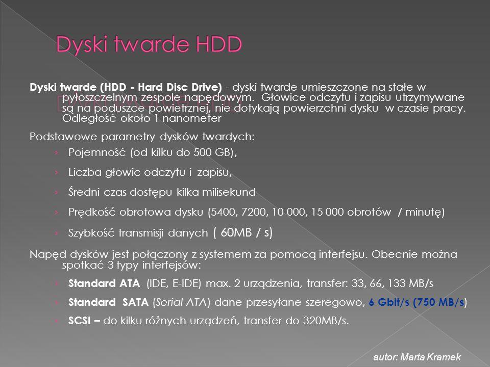 Dyski twarde (HDD - Hard Disc Drive) - dyski twarde umieszczone na stałe w pyłoszczelnym zespole napędowym. Głowice odczytu i zapisu utrzymywane są na