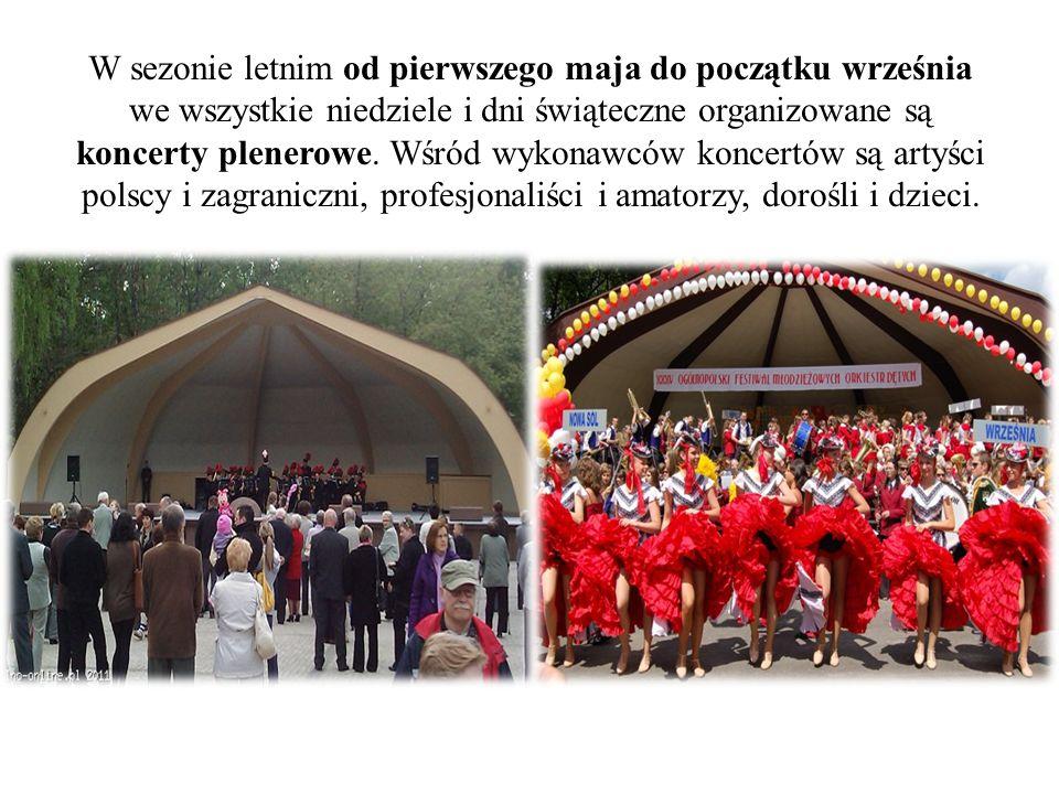 W sezonie letnim od pierwszego maja do początku września we wszystkie niedziele i dni świąteczne organizowane są koncerty plenerowe.