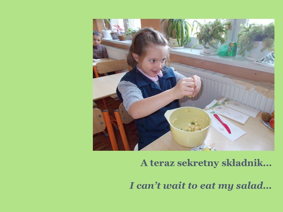 A teraz sekretny składnik… I can't wait to eat my salad…
