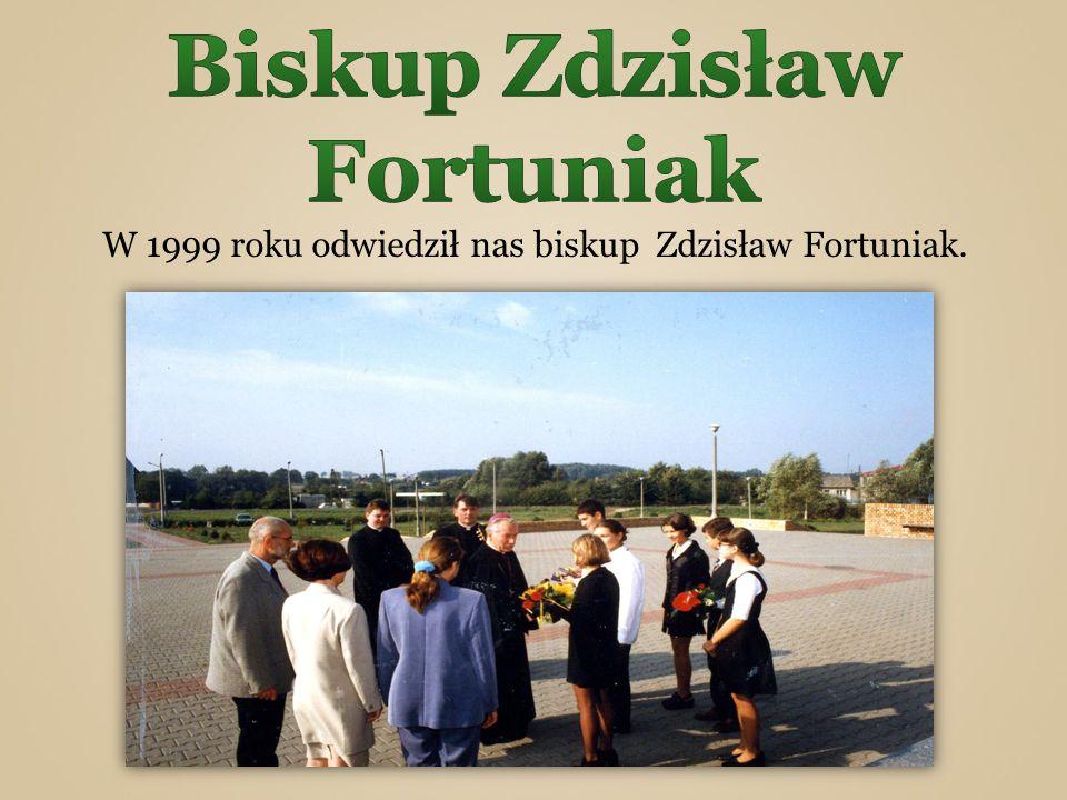 W 1999 roku odwiedził nas biskup Zdzisław Fortuniak.