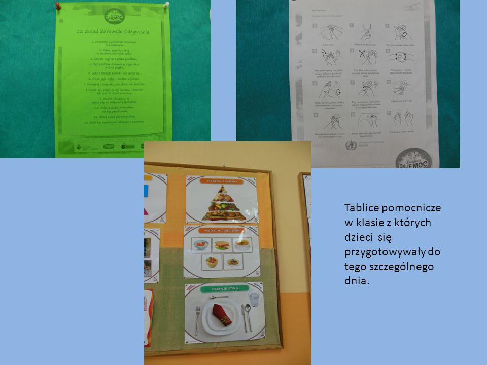 Przed przystąpieniem do wspólnego przygotowania posiłku dzieci umyły ręce według 12 zasad.