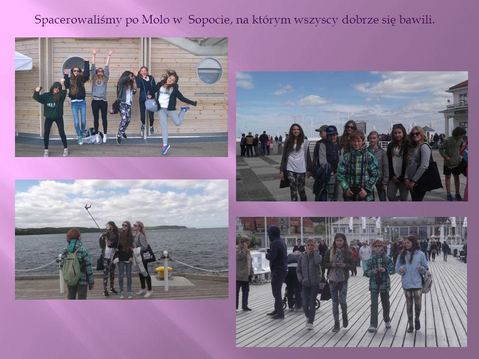 Spacerowaliśmy po Molo w Sopocie, na którym wszyscy dobrze się bawili.