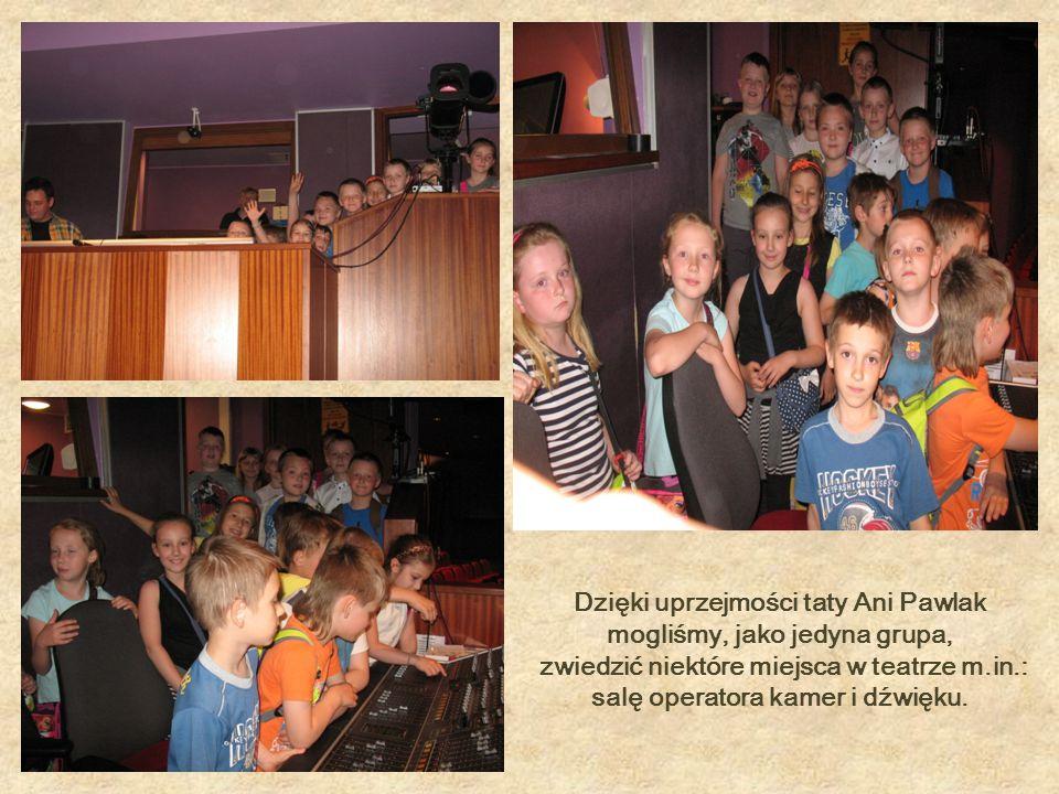 Dzięki uprzejmości taty Ani Pawlak mogliśmy, jako jedyna grupa, zwiedzić niektóre miejsca w teatrze m.in.: salę operatora kamer i dźwięku.