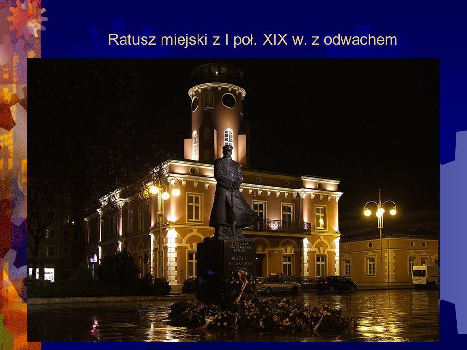 Ratusz miejski z I poł. XIX w. z odwachem