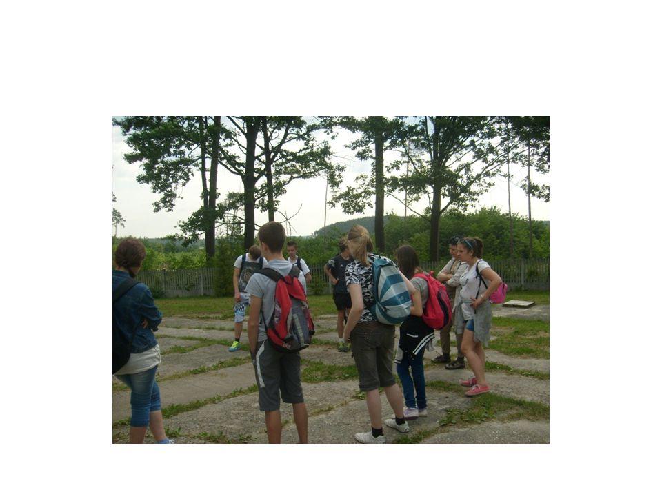 PATROLUJEMY TEREN We wrześniu korzystając z pięknej, jesiennej pogody ZP nr 6 udał się na patrol przydzielonego obszaru- okolice Białogonu.