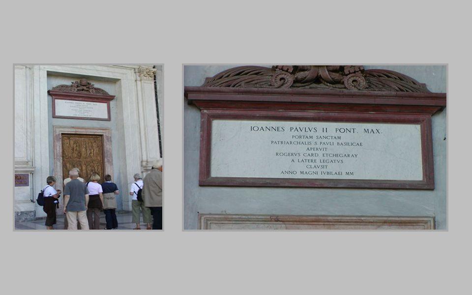 Drzwi pochodzą ze spalonej bazyliki. Zostały wykonane brązie w Konstantynopolu w 1070 roku, zniszczone podczas pożaru i odrestaurowane w roku 1967 z o