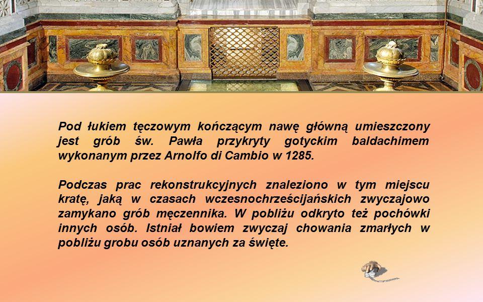 Gotycki baldachim nad grobem św. Pawła Sklepienie nad baldachimem zdobi mozaika z V wieku z postaciami Zbawiciela i patriarchów.
