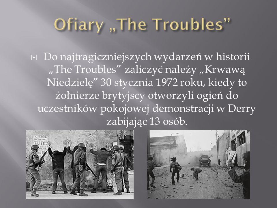 """ Do najtragiczniejszych wydarzeń w historii """"The Troubles zaliczyć należy """"Krwawą Niedzielę 30 stycznia 1972 roku, kiedy to żołnierze brytyjscy otworzyli ogień do uczestników pokojowej demonstracji w Derry zabijając 13 osób."""