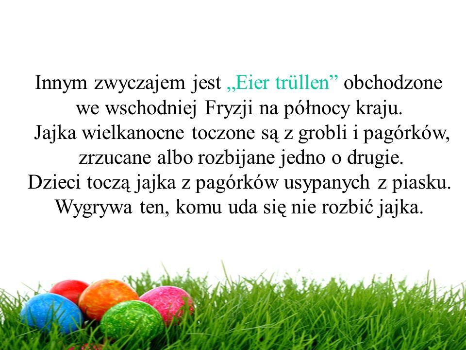 """Innym zwyczajem jest """"Eier trüllen"""" obchodzone we wschodniej Fryzji na północy kraju. Jajka wielkanocne toczone są z grobli i pagórków, zrzucane albo"""