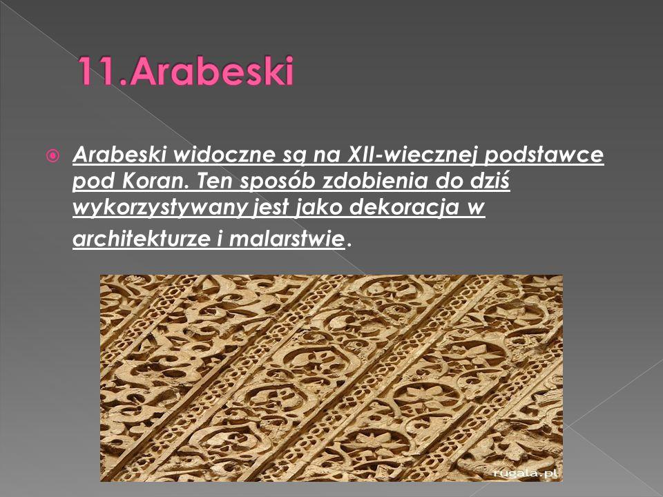  Arabeski widoczne są na XII-wiecznej podstawce pod Koran. Ten sposób zdobienia do dziś wykorzystywany jest jako dekoracja w architekturze i malarstw