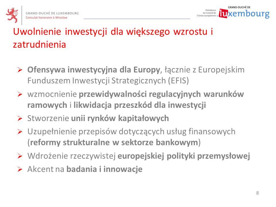 """ Wspieranie idei Europy """"z potrójnym społecznym statusem A  Wznowienie dialogu społecznego  Priorytet dla inwestycji w sprawy społeczne, w szczególności inwestycji w kapitał ludzki  Poprawa wydajności rynków pracy  Wzmocnienie społecznego wymiaru Unii Gospodarczej i Walutowej  Wzmocnienie zasady równouprawnienia płci (gospodarka, polityka)  Poprawa zdrowia obywateli (dostęp do pewnych i pełnowartościowych produktów medycznych) Pogłębienie społecznego wymiaru Europy 9"""