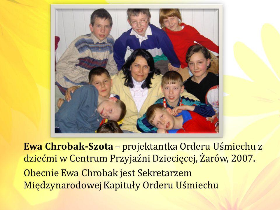 Ewa Chrobak-Szota – projektantka Orderu Uśmiechu z dziećmi w Centrum Przyjaźni Dziecięcej, Żarów, 2007. Obecnie Ewa Chrobak jest Sekretarzem Międzynar