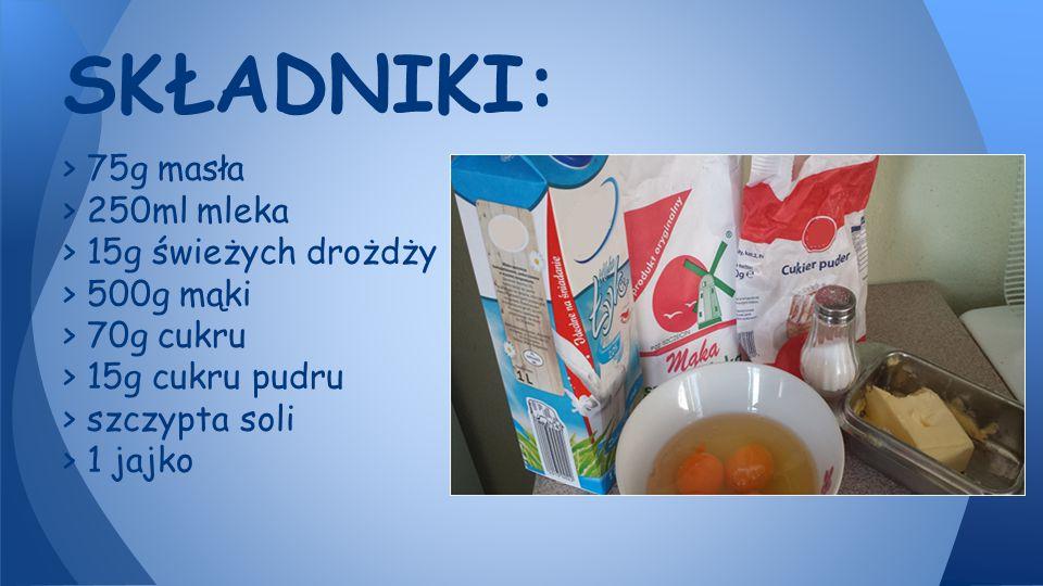 > 75g masła > 250ml mleka > 15g świeżych drożdży > 500g mąki > 70g cukru > 15g cukru pudru > szczypta soli > 1 jajko SKŁADNIKI: