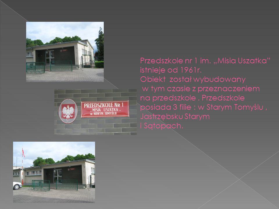 """Przedszkole nr 1 im. """"Misia Uszatka"""" istnieje od 1961r. Obiekt został wybudowany w tym czasie z przeznaczeniem na przedszkole. Przedszkole posiada 3 f"""