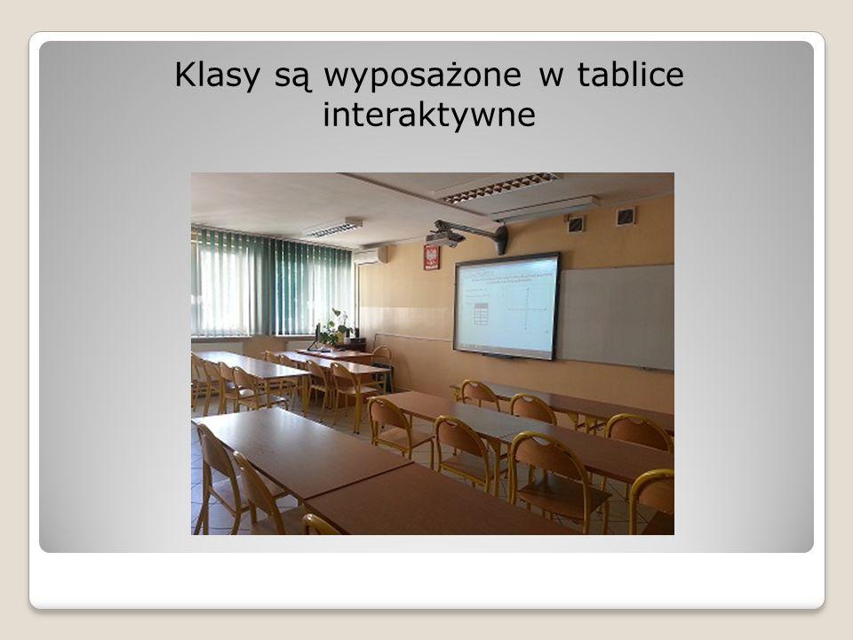 Klasy są wyposażone w tablice interaktywne