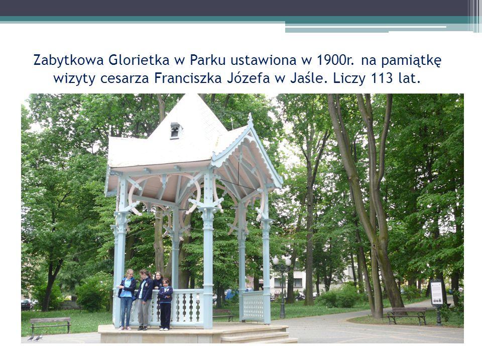 Zabytkowa Glorietka w Parku ustawiona w 1900r. na pamiątkę wizyty cesarza Franciszka Józefa w Jaśle. Liczy 113 lat.
