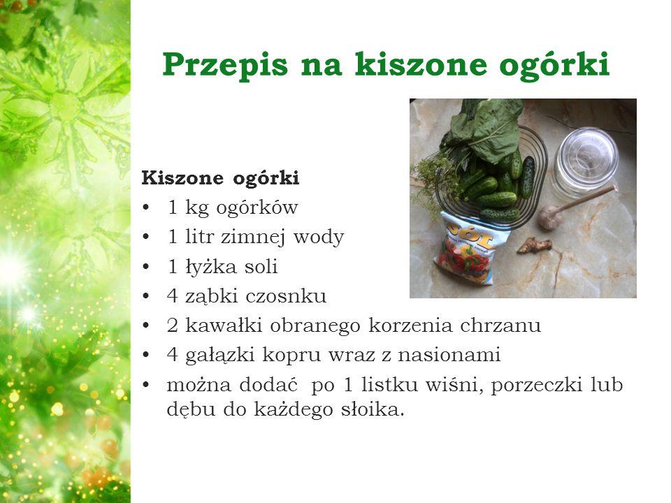 Przepis na kiszone ogórki Kiszone ogórki 1 kg ogórków 1 litr zimnej wody 1 łyżka soli 4 ząbki czosnku 2 kawałki obranego korzenia chrzanu 4 gałązki ko