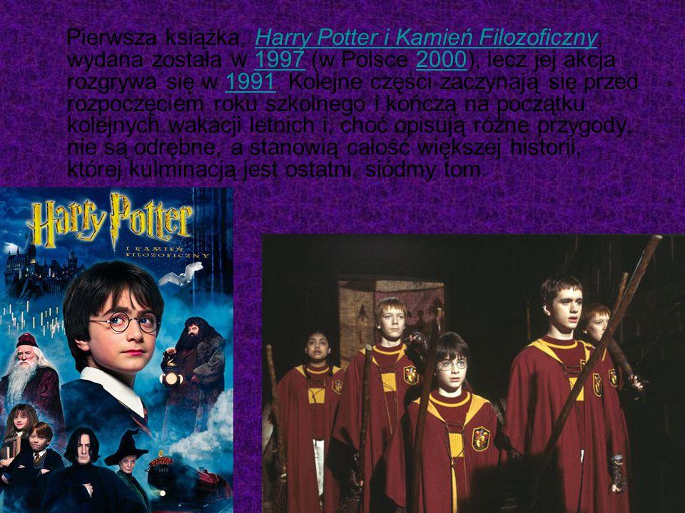 Pierwsza książka, Harry Potter i Kamień Filozoficzny, wydana została w 1997 (w Polsce 2000), lecz jej akcja rozgrywa się w 1991. Kolejne części zaczyn
