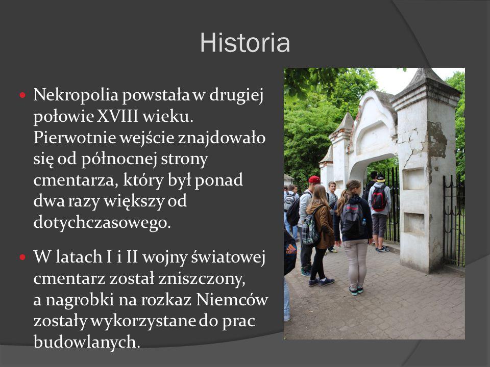 Nekropolia powstała w drugiej połowie XVIII wieku. Pierwotnie wejście znajdowało się od północnej strony cmentarza, który był ponad dwa razy większy o