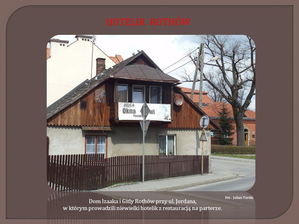 Pomnik poświęcony ofiarom hitleryzmu oraz zmarłym z Myślenic, Sułkowic, Harbutowic, Dobczyc i innych miejscowości powiatu, których mogiły zostały zbezczeszczone przez wandali hitlerowskich.