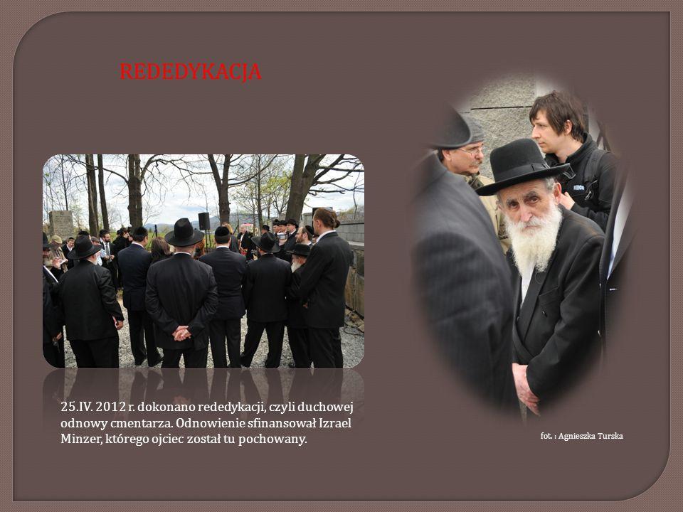 25.IV. 2012 r. dokonano rededykacji, czyli duchowej odnowy cmentarza. Odnowienie sfinansował Izrael Minzer, którego ojciec został tu pochowany. fot. :