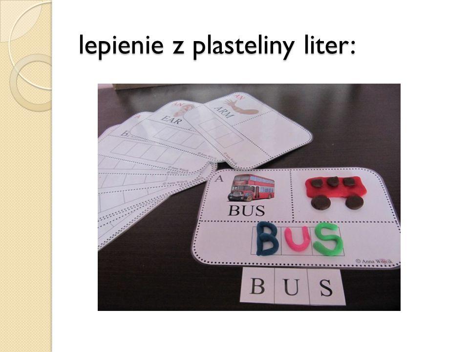 lepienie z plasteliny liter: