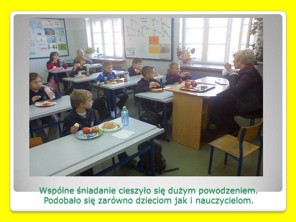Wspólne śniadanie cieszyło się dużym powodzeniem. Podobało się zarówno dzieciom jak i nauczycielom.