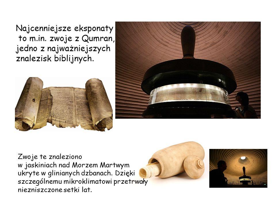 Najcenniejsze eksponaty to m.in. zwoje z Qumran, jedno z najważniejszych znalezisk biblijnych. Zwoje te znaleziono w jaskiniach nad Morzem Martwym ukr