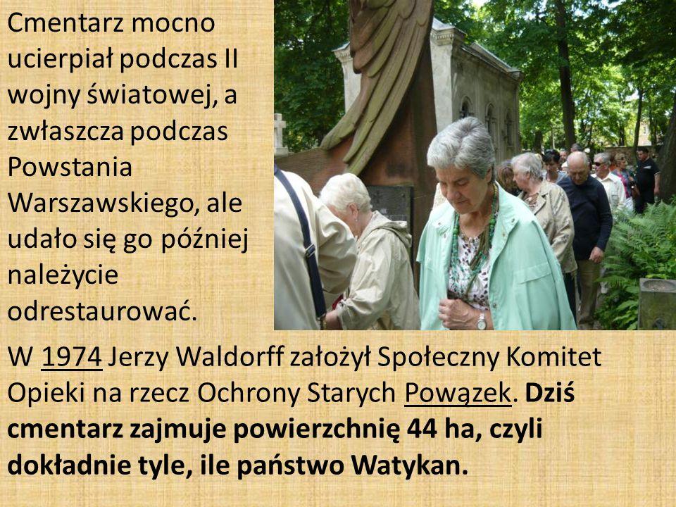Cmentarz mocno ucierpiał podczas II wojny światowej, a zwłaszcza podczas Powstania Warszawskiego, ale udało się go później należycie odrestaurować.