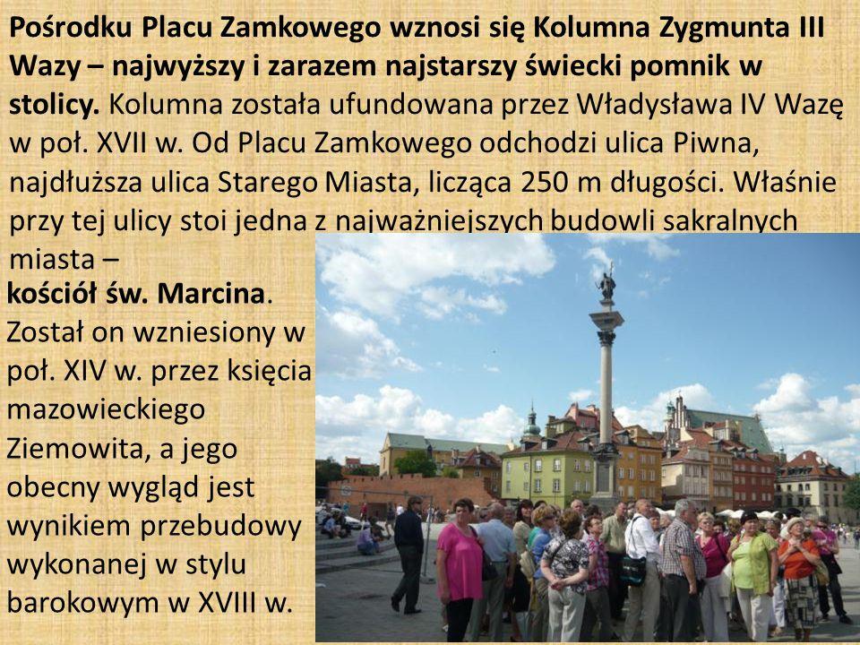 Pośrodku Placu Zamkowego wznosi się Kolumna Zygmunta III Wazy – najwyższy i zarazem najstarszy świecki pomnik w stolicy.