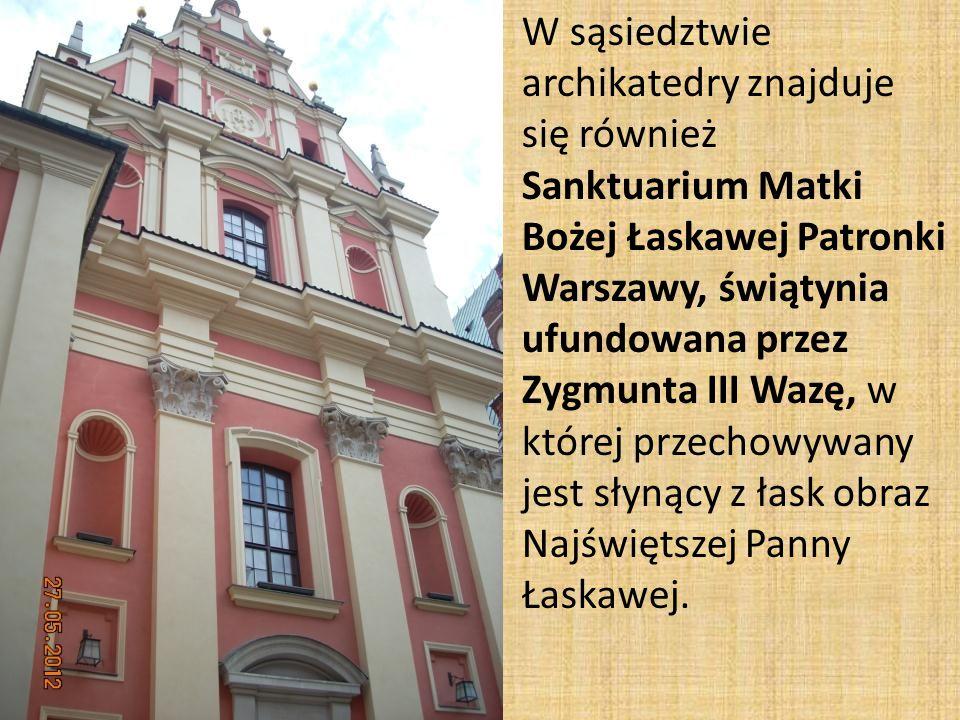 W sąsiedztwie archikatedry znajduje się również Sanktuarium Matki Bożej Łaskawej Patronki Warszawy, świątynia ufundowana przez Zygmunta III Wazę, w której przechowywany jest słynący z łask obraz Najświętszej Panny Łaskawej.