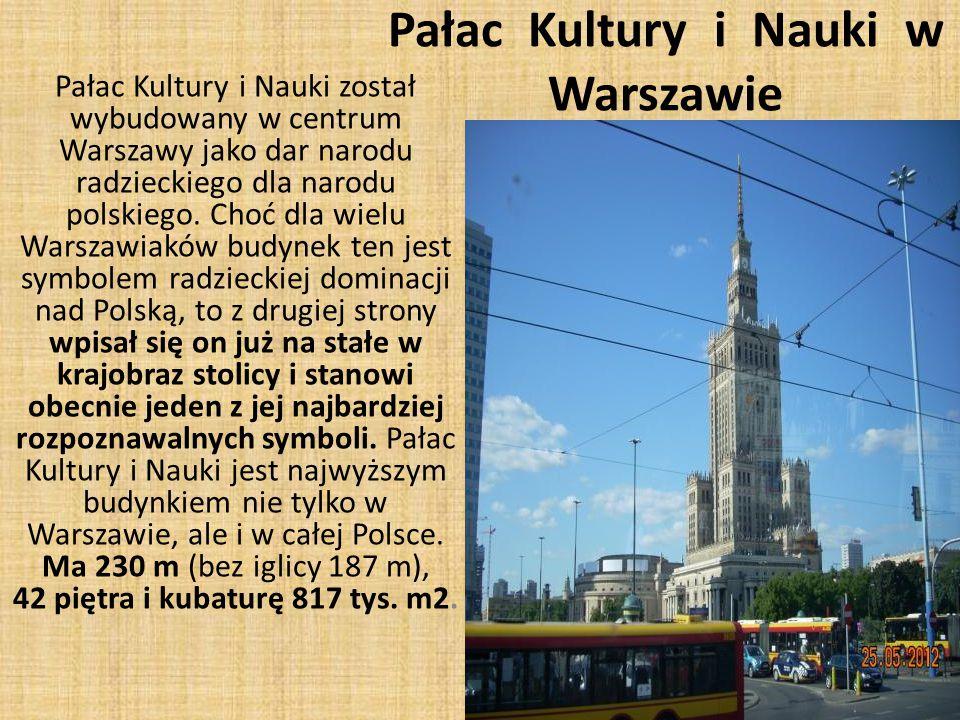 Pałac Kultury i Nauki w Warszawie Pałac Kultury i Nauki został wybudowany w centrum Warszawy jako dar narodu radzieckiego dla narodu polskiego.