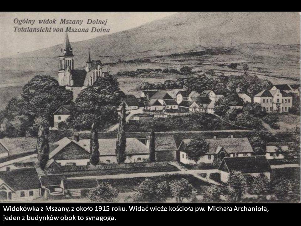 Widokówka z Mszany, z około 1915 roku. Widać wieże kościoła pw. Michała Archanioła, jeden z budynków obok to synagoga.