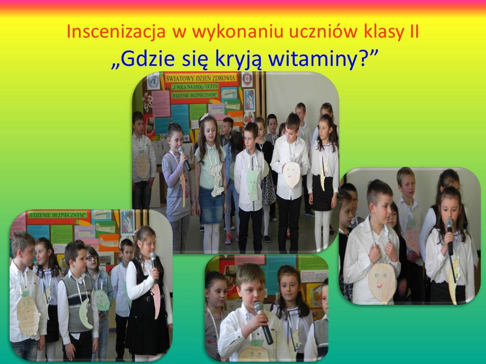 """Inscenizacja w wykonaniu uczniów klasy II """"Gdzie się kryją witaminy?"""