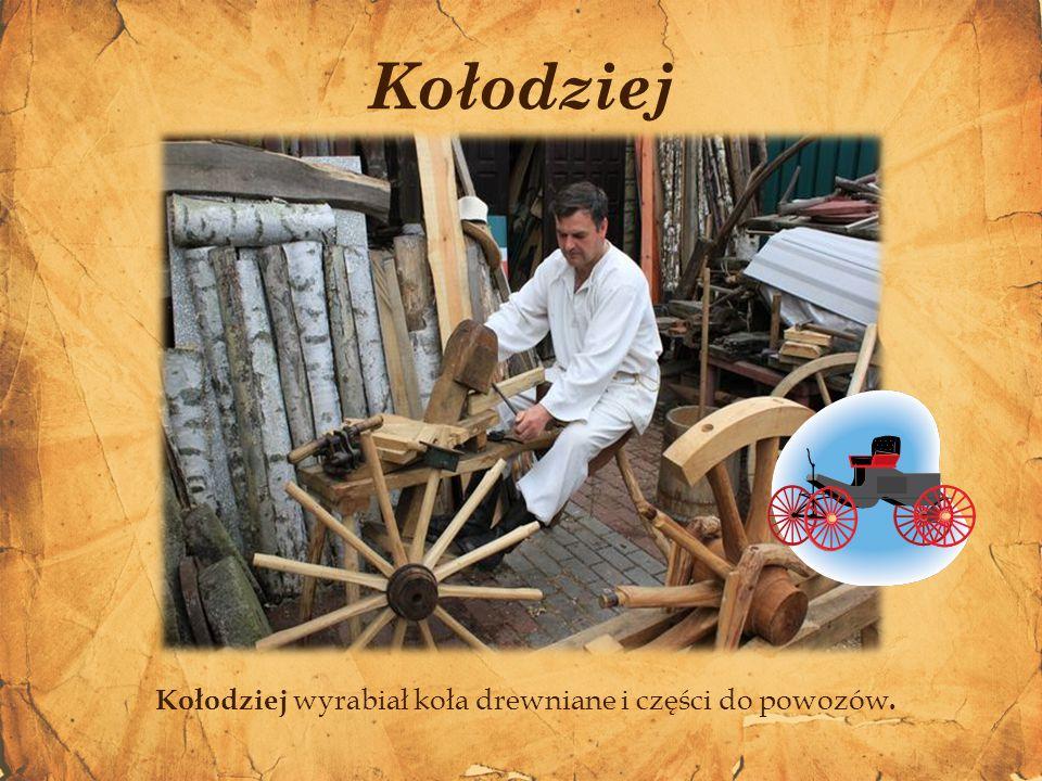Kołodziej wyrabiał koła drewniane i części do powozów. Kołodziej