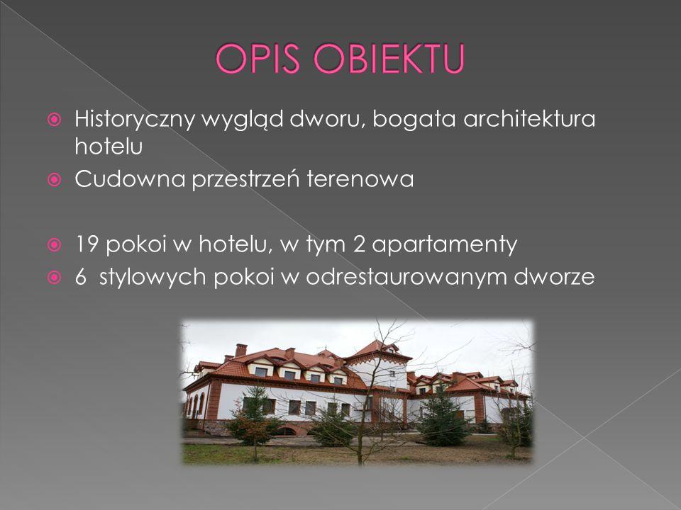  Historyczny wygląd dworu, bogata architektura hotelu  Cudowna przestrzeń terenowa  19 pokoi w hotelu, w tym 2 apartamenty  6 stylowych pokoi w odrestaurowanym dworze