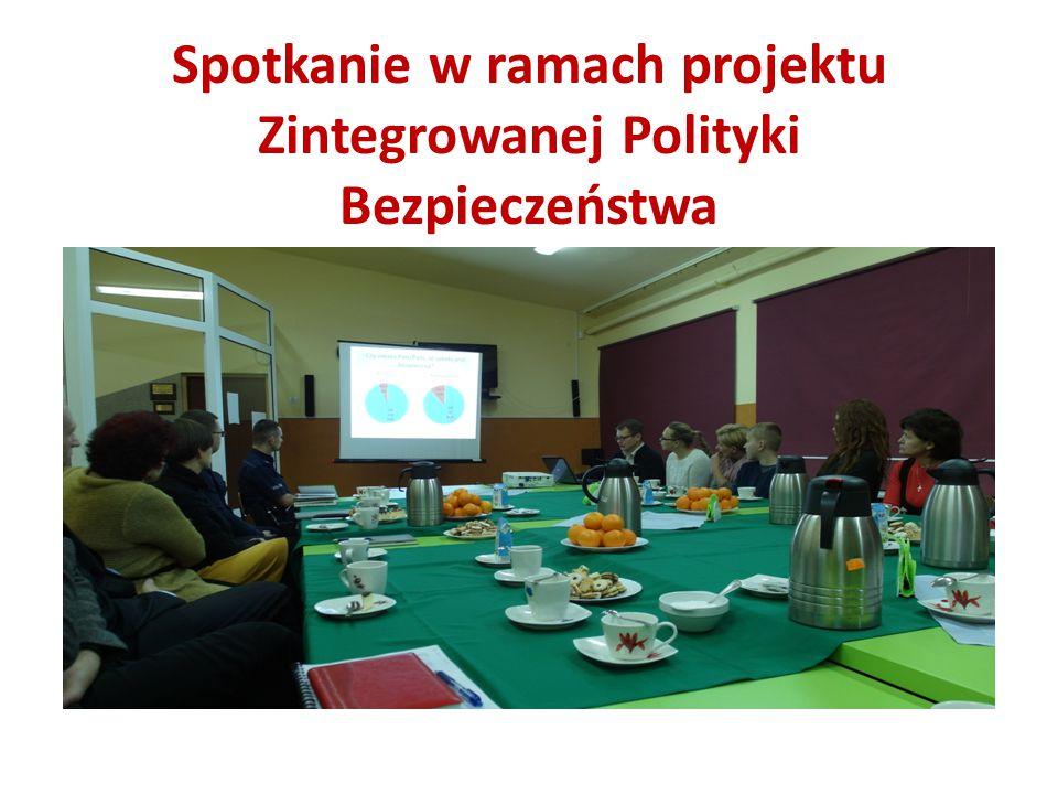 """Program """"Karta Szkolna BZWBK Podstawowym celem projektu jest podniesienie bezpieczeństwa w placówkach edukacyjnych, poprzez uniemożliwienie wstępu na ich teren osobom nieuprawnionym."""
