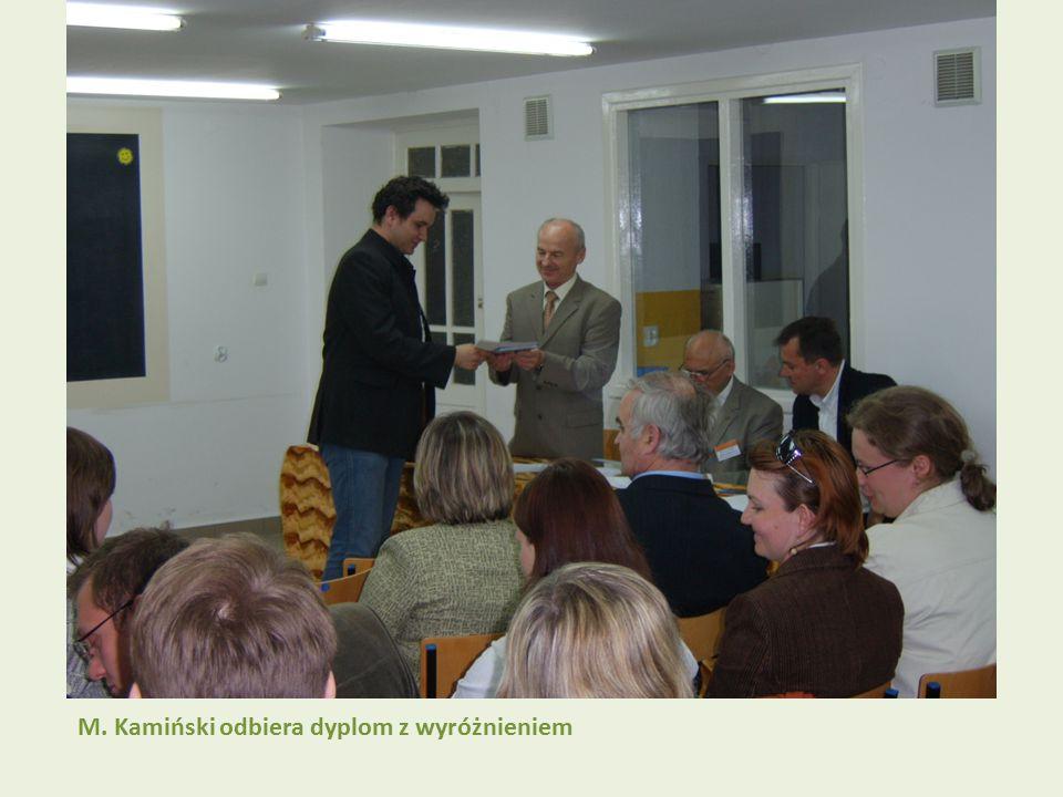 M. Kamiński odbiera dyplom z wyróżnieniem