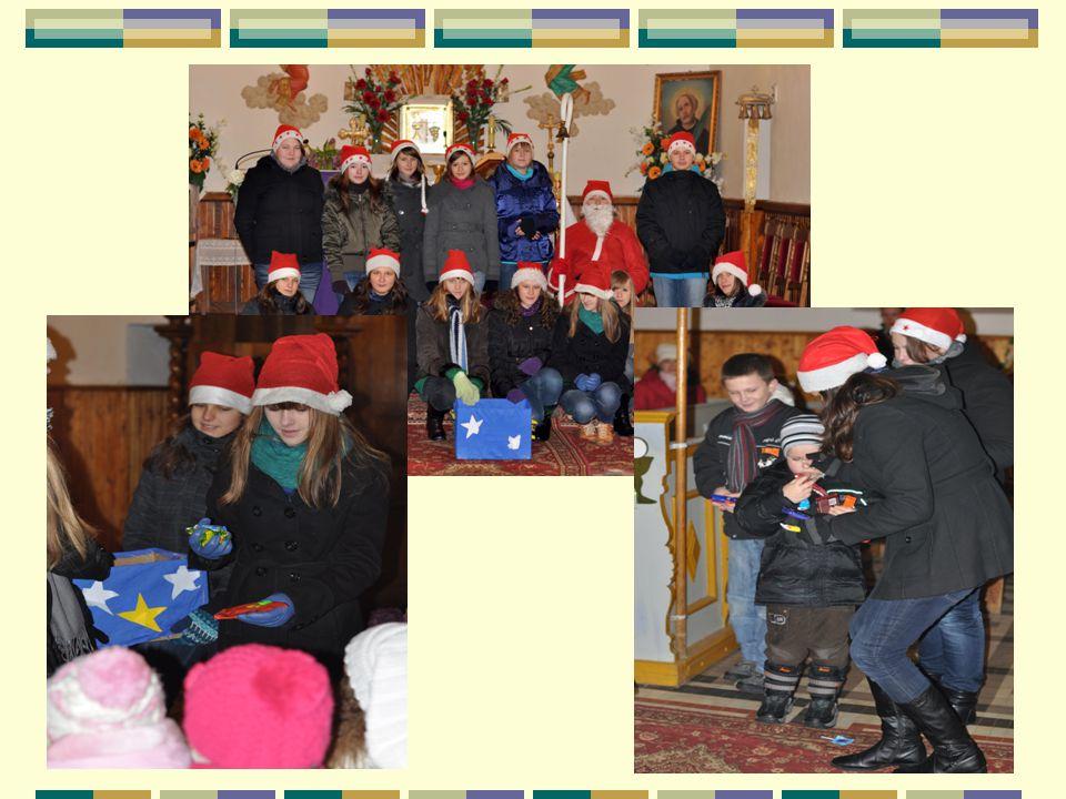 KIERMASZ BOŻONARODZENIOWY Uwrażliwiając młodzież na cierpienie, samotność i potrzeby innych wolontariusze Promyka Nadziei organizują kiermasz bożonarodzeniowy, podczas którego sprzedają własnoręcznie wykonane ozdoby choinkowe i kartki świąteczne.