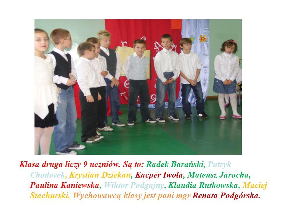 Klasa druga liczy 9 uczniów. Są to: Radek Barański, Patryk Chodorek, Krystian Dziekan, Kacper Iwoła, Mateusz Jarocha, Paulina Kaniewska, Wiktor Podgaj