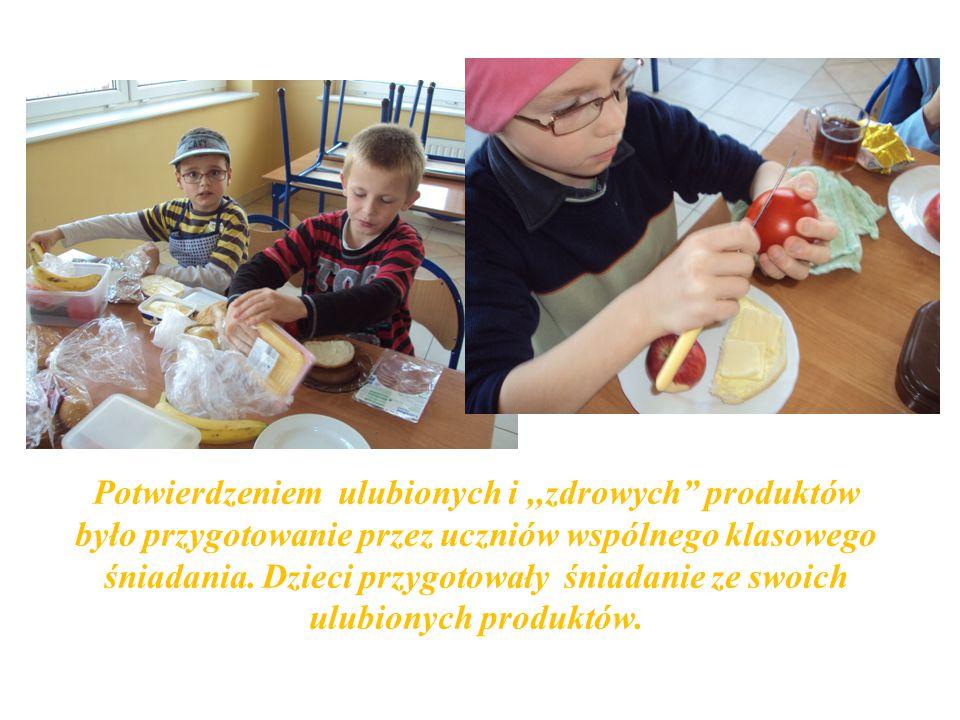 Potwierdzeniem ulubionych i,,zdrowych produktów było przygotowanie przez uczniów wspólnego klasowego śniadania.