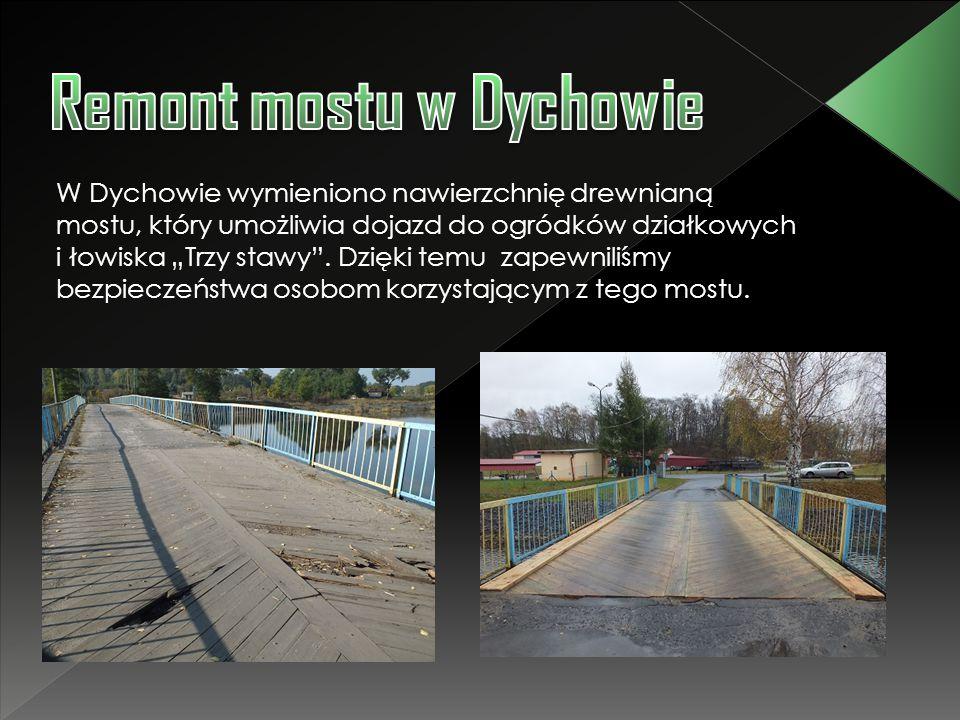 """W Dychowie wymieniono nawierzchnię drewnianą mostu, który umożliwia dojazd do ogródków działkowych i łowiska """"Trzy stawy"""". Dzięki temu zapewniliśmy be"""