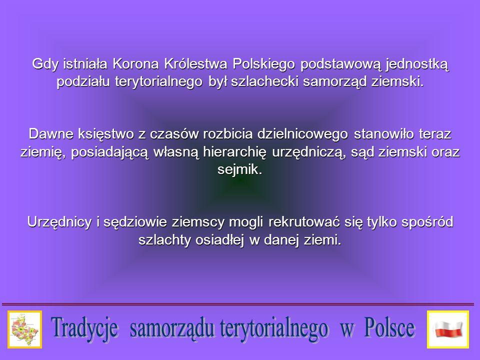 Instytucje samorządu w II Rzeczypospolitej wprowadzały demokratyczny samorząd szczebla gminnego i powiatowego, zbliżony do wzoru pruskiego, choć opierający się na silnej pozycji organów uchwałodawczych: rad miejskich i gminnych oraz sejmików powiatowych.